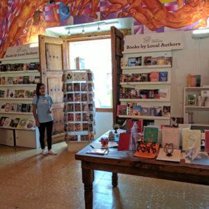 Solamente en San Miguel is available at Tesoros Biblioteca Pública